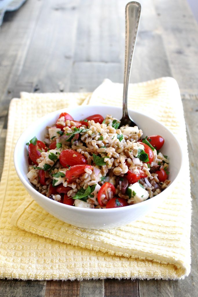 Summer Farro Salad with Cherry Tomatoes and Mozzarella ll A healthy and filling vegetarian salad that's perfect for meal prep and potlucks! ll www.littlechefbigappetite.com 1