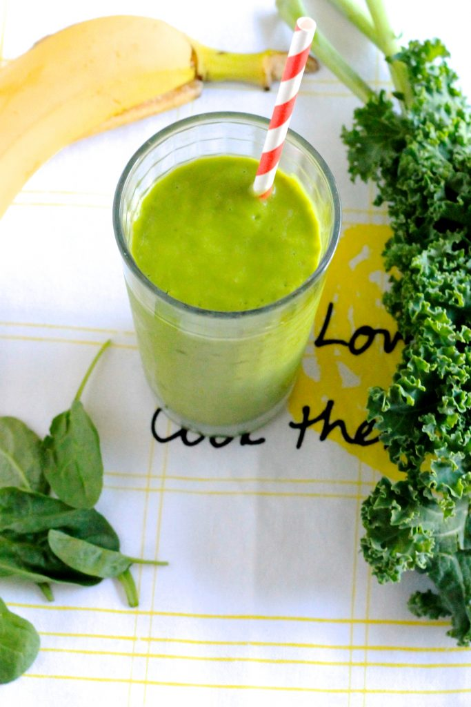 Delicious Vitamin-Packed Green Smoothie Recipe! ll Vegan, Gluten-Free and Refined-Sugar Free ll www.littlechefbigappetite.com